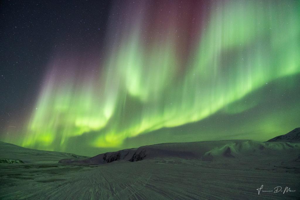 fotografia-notturna-aurora-boreale-con-la-luna-di-spalle