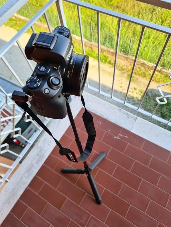3-asta-selfie-sirui-con-mirrorless-Canon-M50