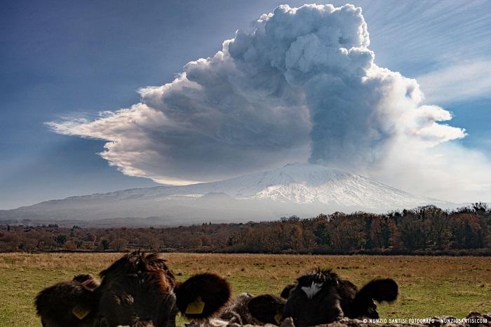 2-fotografie-etna-2021-controluce-eruzione