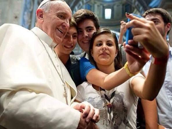 03-03-selfie-papa-francesco