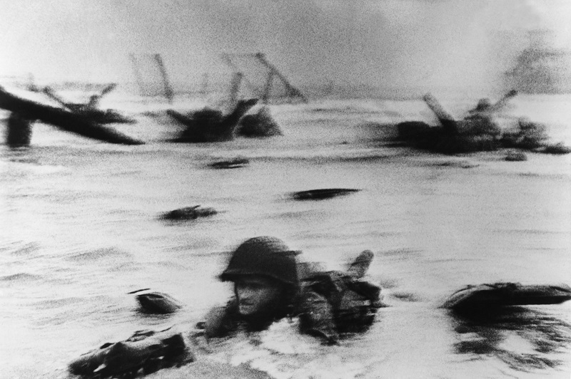 03_robert-capa-biografia-Normandia-fotografo-di-guerra