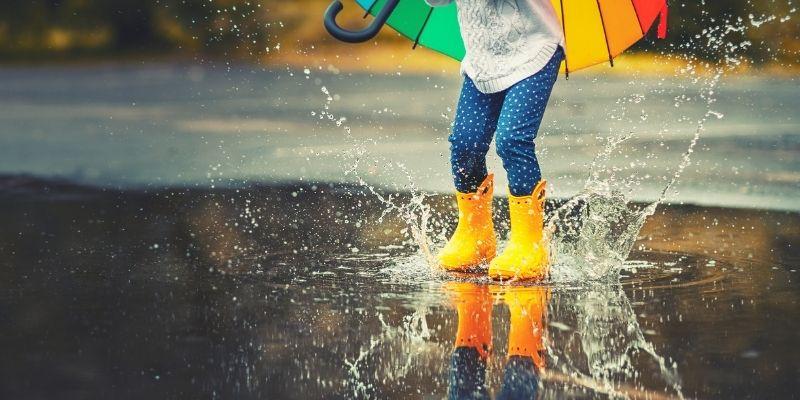 piove cosa fare fotografia pozzanghera